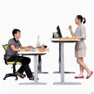 Una mesa regulable te permite trabajar de pie o sentado