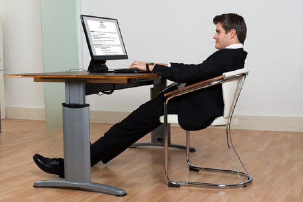 posturas incorrectas en el escritorio